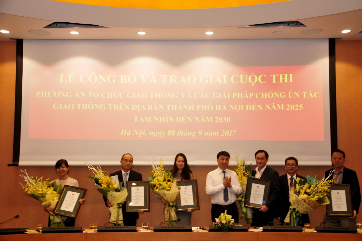 Japanese-Vietnamese partnership won the second prize in the contest to seek solutions for Hanoi's traffic problems