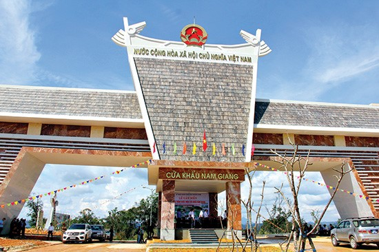 Gov't agrees to upgrade Nam Giang border gate